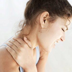 Сыпь за ушами и на шее – фото, причины, лечение