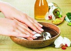 Белые пятна на ногтях ног – причины и лечение