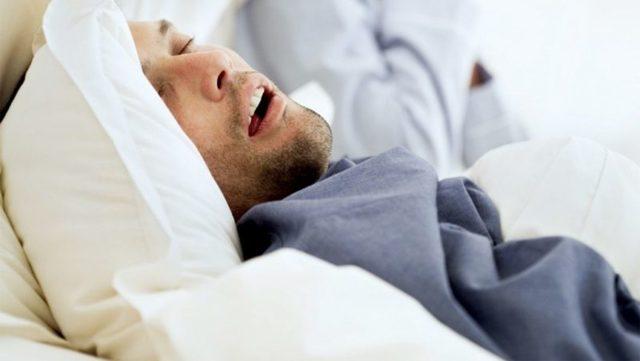 Пот ночью у мужчин – причины и что делать
