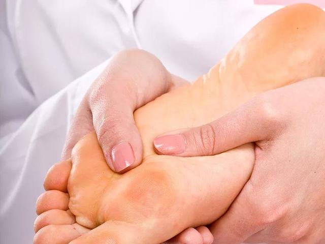 Горят пальцы ног – причины, лечение, домашние средства