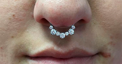 Пирсинг септума (перегородки носа) – уход, заражение, лечение