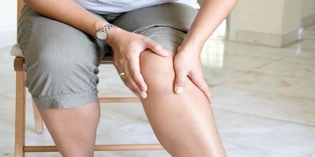 Хрустят колени при сгибании или разгибании – причины и что делать