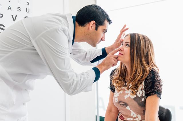 Вросшие ресницы (трихиаз) – причины, симптомы и лечение