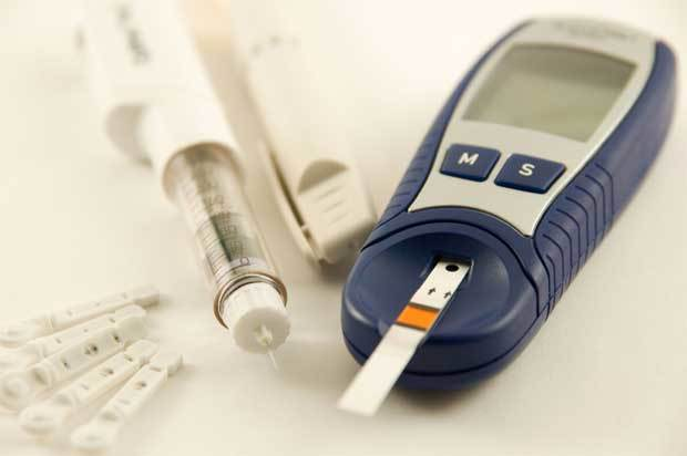 Первые признаки диабета сахарного у женщин, мужчин, детей: симптомы после 50, 30, 10 лет (фото)
