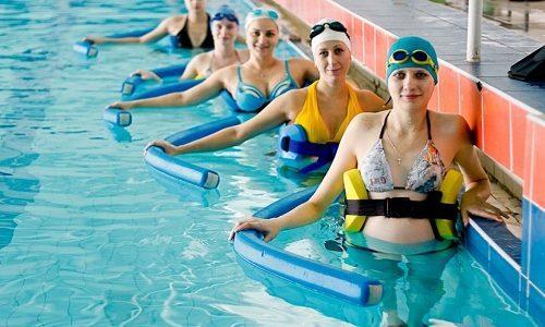 Спорт при варикозе: виды (аквааэробика, гимнастика, ходьба, фитнес), занятия дома, одежда для занятий, противопоказания